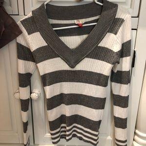 Lei sweater